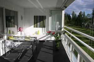 Dank der beweglichen Twin-Verglasung ist der Balkon fast ganzjährig wohnraumähnlich nutzbar.