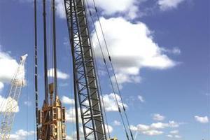 Insgesamt verbessert Bauer Foundations Australia rund 8.000 m³ Baugrund, stellt 7.988 m² Schlitzwand mit einer Stärke von bis zu 1,5 m sowie mehr als 7.800 m³ Barettes mit einer Stärke von bis zu 1,5 m her, außerdem 112 bis zu 50 m tiefe Bohrpfähle mit einem Durchmesser von max. 1,8 m.