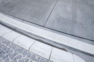 In Böblingen gelang mit Glasfaserbeton eine geschlossene Betonoberfläche ohne Lunker und Poren für einen griffigen Besenstrich.