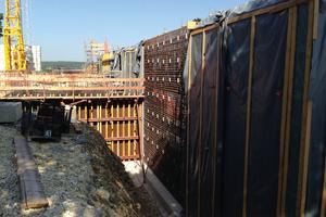 """Sämtliche Stahlbetonbauteile wurden in Ortbeton ausgeführt und als """"Wasserundurch-lässige Bauwerke aus Beton"""" mit WU-Beton hergestellt."""