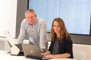 Die Softwarelösung RecSolution bietet Vorteile für alle Mitarbeiter, die in den kaufmännischen Prozess eingebunden sind, wie z.B. Buchhaltung und Einkauf. Rebecca Maljaars, kaufmännische Mitarbeiterin in der Finanzbuchhaltung und Dirk Kämpfer, Leiter Einkauf, nutzen die Software für ihre tägliche Arbeit.