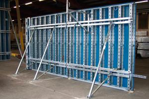 Die einfache Anpassung an wechselnde Wandhöhen steht als Produktinnovation im Mittelpunkt des Wandschalungs-Systems Telos.