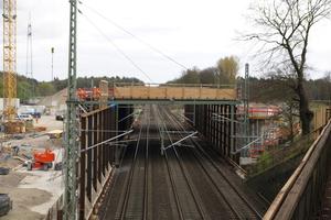 Im Dezember 2016 begannen die Arbeiten für den Neubau des Kreuzungsbauwerks Gümmerwald. Ab Januar 2017 wurde die Pfahlkopfplatte betoniert.