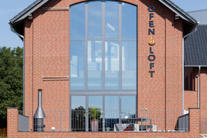 Das Ofenloft im niedersächsischen Lohne ist eine Symbiose aus der Industriearchitektur des 19. Jahrhunderts und modernen Materialien. Es dient als Event-Location, Ausstellungs- und Verkaufsraum für Öfen, Grills, Kamine, Schornsteine und Fliesen.