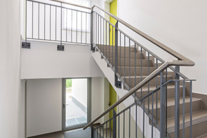 Treppenhaus eines modularen Wohngebäudes