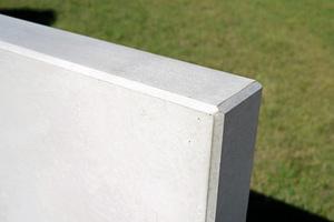 Die L-Tec-Systemwinkel sind Mauerscheiben aus fließfähigem, selbstverdichtendem Spezialbeton, bieten Sichtbetonklasse SB4, und entsprechen der höchste Expositionsklasse XF4 für Frost- und Frost-Tausalz-Widerstandsfähigkeit