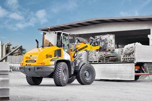 Dank seiner robusten Bauweise kann der Liebherr L518 anspruchsvolle Industrieeinsätze übernehmen.