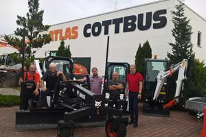 Von links nach rechts: Peter Kube (Verkaufsberater Atlas Cottbus), Robby Bosch (Vorführer Bobcat), Raymo Palicka und Torsten Flieger (Inhaber und Geschäftsführer Atlas Cottbus, sowie René Kappus (Bobcat District Manager)