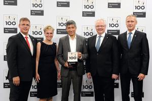 Marcus Ströhle (1.v.l., Pirtek Ulm/Ravensb.), wird von TOP-100-Mentor Ranga Yogesvhar ausgezeichnet. Neben Ehefrau Heike Ströhle (2.v.l.), begleiteten Geschäftsführer Michael Thiehofe (2.v.r.) und Marketingchef Joachim Gasper (1.v.r.) von Pirtek Deutschland ihren Franchisepartner zur Preisverleihung.