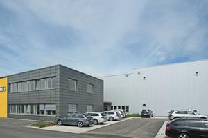 Vor kurzem bezog Bell Deutschland seinen neuen Standort in Alsfeld, der auf 3,1 ha Gesamtfläche moderne Verwaltungs- und Lagerkapazitäten mit umfassenden Erweiterungsmöglichkeiten bietet.