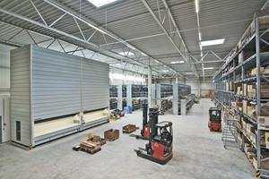 Mit modernen System-Lösungen und großzügiger Hochlager-Logistik beschleunigt das neue European Logistic Center von Bell Equipment Teile-Lieferungen entscheidend.