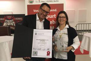 Isover Vorstand Vertrieb und Marketing Dr. Hubert Mattersdorfer und Peggy Schröer (Vertrieb Isover) nahmen die Auszeichnung entgegen.<br />