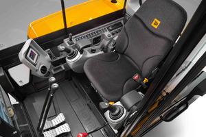 Die Fahrerkabinen von JCB  sind geräumig und ermöglichen eine ergonomische Bedienung.