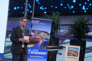 Dipl.-Ing (FH) Martin Binder, Geschäftsführer ST-Quadrat, erläuterte Konzepte und Produkte, um die Absturzsicherheit von Dächern zu erhöhen.<br />