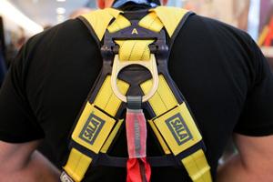 Mitmachen lautete die Devise: Wer wollte, konnte die persönlichen Schutzausrüstungen der Hersteller auch selbst anprobieren.<br />