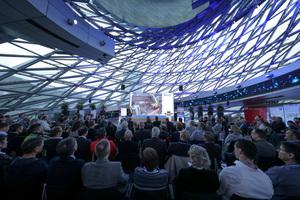 Mit über 200 Gästen – darunter Wissenschaftler, Architekten und Planer, Bau- und Handwerksunternehmer, Vertreter aus Industrie und Wirtschaft, aber auch Immobilien-Betreiber wie Audi und Ikea – war das Auditorium gut gefüllt.