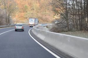 Entlang der Bundesstraße in Gaggenau wurden fast 600 Meter Drainfix Clean Filtersubstratrinnen von Hauraton verlegt.