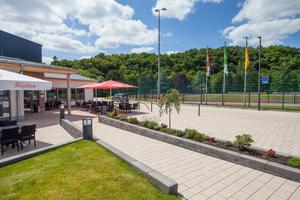 Das Bürger- und Sportzentrum, die Wiedparkhalle und die angrenzenden Freiflächen wurden über eine neue Oberflächengestaltung optisch miteinander verbunden.