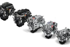 """Die umfangreiche Motorenpalette wurde spürsam sparsamer, bei – je nach Modell – gleichzeitig höherer Leistung (10 bis 20 PS) und mehr Drehmoment (50 bis 200 Nm). Um Schaltvorgänge zu vermeiden und den Verbrauch zu senken, legt """"Multi Torque"""" weitere 100 bis 150 Nm drauf, wenn der Lkw im höchsten Gang unterwegs ist."""