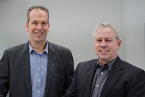 Michael Kübel (li.) hat als Neuzugang im Unternehmen die Position des Leiters Entwicklung übernommen, während sein Vorgänger Dr. Bernd Schiller in die neu geschaffene Position des Leiters Forschung wechselt.<br />