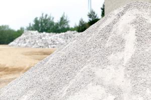 Als Vegetationsbaustoff oder Zuschlagstoff im Produktionsprozess neuer Kalksandsteine kommen sortenrein recycelte Kalksandsteine zum Einsatz.<br />