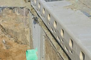 Die Spezialrinnen der Belastungsklasse D 400 nach DIN EN 1433 verfügen über eine oder zwei Ebenen (OPA Ausführung) angeordnete Einlauföffnungen.