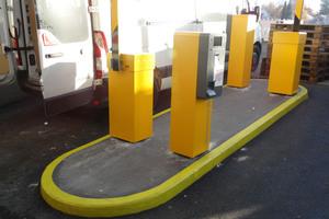 An den Ein- und Ausfahrten wurden ebenfalls gelbe Markierungen eingesetzt. Das Gesamtbild des Parkhauses wirkt wieder hell und freundlich.<br />Foto: