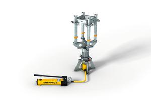 """Mittels """"fliegender Hydraulik"""" lassen sich hohe Lasten bis zu 200 kN kraft- und wegkontrolliert vorspannen und absenken."""