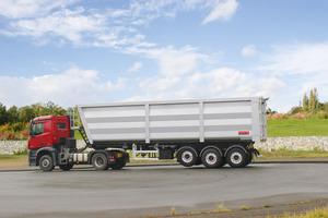 Stahl-Großraummulde: Die Verwendung von Original Hardox HB 450 soll bei den Smart-Stahl-Großraummulden eine lange Lebensdauer garantieren.