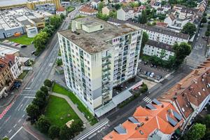 Das zwölf-geschossige Wohnhochhaus befindet sich am Eingang zum Freigericht-Viertel in Hanau.