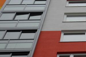 Die Glaselemente des Twin-Fensters lassen sich wie ein Schiebefenster öffnen und einklappen wie ein Faltfenster.