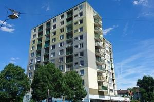 Um die Wohnqualität und Optik des Gebäudes zu verbessern, entschied man sich für eine umfangreiche Sanierung der Gebäudehülle.