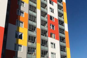 Ein moderner Fassadenanstrich und hochwertige Aluminium-Verkleidungen an den Balkonen und Loggien werten die Fassade optisch auf.