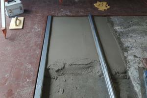 Die einfache Verarbeitung des Rapid Set Reparaturmörtels von Korodur sorgte für einen reibungslosen Ablauf. Die Schienen konnten mühelos nivelliert werden.