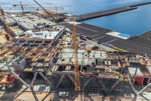 Beim Bau des neuen Terminalgebäudes im Hafen von Gazenica ermöglichte die optimal aufeinander abgestimmte Peri-Schalungs- und Gerüstlösung einen schnellen und ungestörten Baufortschritt.