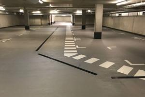 Die Tiefgarage des Spindlers Hofes in Berlin-Mitte erhielt im Zuge einer umfangreichen Sanierungsmaßnahme eine neue Beschichtung im Bereich der Rampen und Fahrwege. Dafür setzten die Verarbeiter der Dry Works Sonderbau GmbH zwei Systemlösungen von Triflex ein.