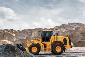 Die für den neuen Radlader erhältlichen Schutzausrüstungen umfassen einen zusätzlichen Schutz fürden Industriebereich, der Mensch und Maschine vor herabfallendem Geröll und Material schützt.