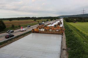 Auf der BAB 5 bei Ettlingen hat Strabag die Fahrbahndecken in Richtung Frankfurt auf einer Länge von ca. 10 km erneuert.<br />