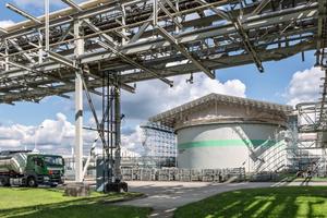Neubau, Modernisierung und Instandhaltung baulicher Anlagen in der Industrie richten sich nach den Anforderungen vorhandener und künftiger Produktionsprozesse. Die Ausführung ist häufig mit hohen Sicherheitsauflagen verbunden.