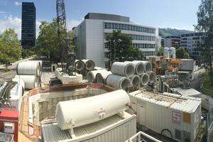 Der Blick auf die Baustelle in der Stadt Zug.