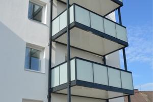 Das Balkonsystem Alu One eignet sich besonders für den nachträglichen Anbau an Gebäuden.