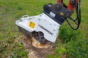 Baumstubben fräsen mit dem Kemroc KST 20 – diese Anbaufräsen erhöhen die Einsatzvielfalt und Auslastung von Baggern.