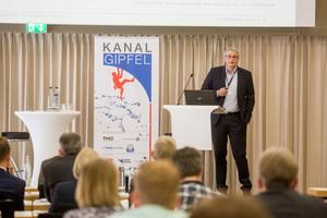 """Professor Karsten Kerres wird zum Thema """"Kennzahlen zur Bewertung von Sanierungsstrategien"""" informieren."""