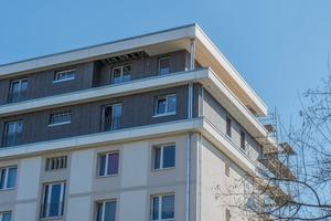 Um moderne Wohnungen anbieten zu können, stockte die Wohnungsgenossenschaft Johannstadt (WGJ) in Dresden vier Siedlungshäuser um zwei zusätzliche Etagen in Holzbauweise auf. Insgesamt entstehen 16 neue Wohnungen in Größen von 64 bis 106 Quadratmetern.