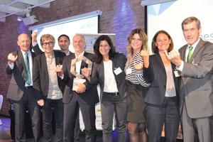 Das Team von Nesseler Grünzig ist bei der Preisverleihung vom Bauunternehmen des Jahres 2018 begeistert vom Gesamtsieg.