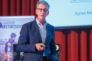 Prof. Dr.-Ing. Manfred Helmus, Leiter des Lehr- und Forschungsgebietes für Baubetrieb und Bauwirtschaft an der Bergischen Universität Wuppertal, stellte BIM-Methoden für den Arbeits- und Gesundheitsschutz vor.