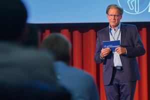 Burkhard Fröhlich, Moderator des ersten Kongresstages, schockierte mit alarmierenden Zahlen zu Absturzunfällen.