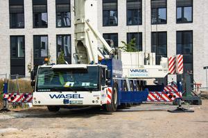 Mit dem Liebherr-Mobilbaukran MK 140 sind schnell genehmigte Personentransporte möglich.