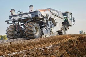 Hohe Tragfähigkeit für die Zufahrt zur Interstate 69: Der Wirtgen WR 250 erzielte auch bei der Bodenstabilisierung in Indiana ein Top-Ergebnis.