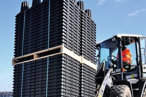 Die ineinander gestapelten Stormbrixx Elemente verringern den logistischen Aufwand und vereinfachen das Handling auf der Baustelle.